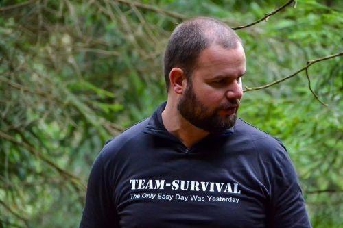 Team-Survival-444