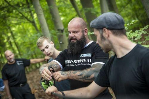 Team-Survival-14347